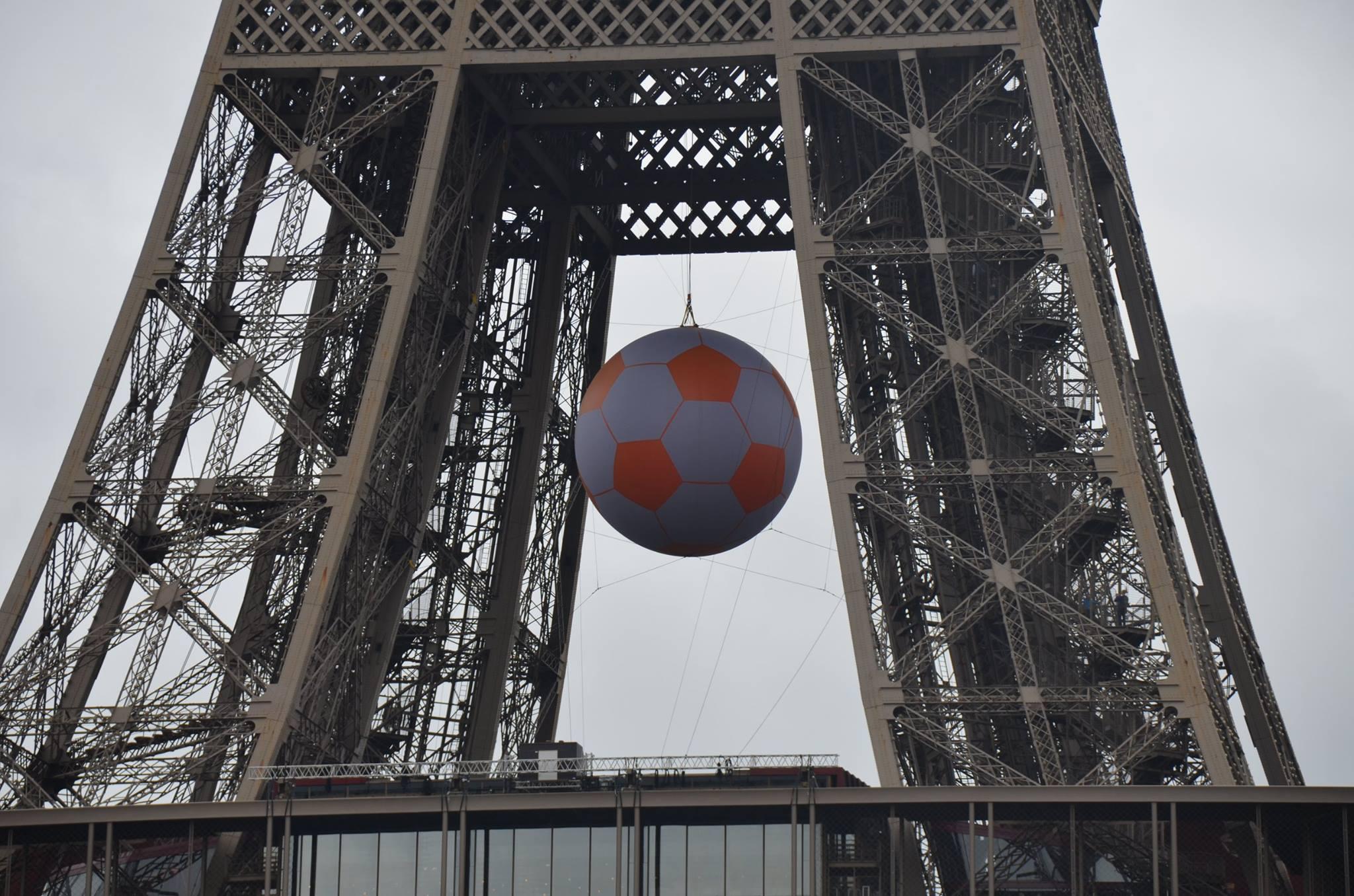 Famous Calculs du ballon géant du lancement de l'Euro 2016 | Cedia  AK16
